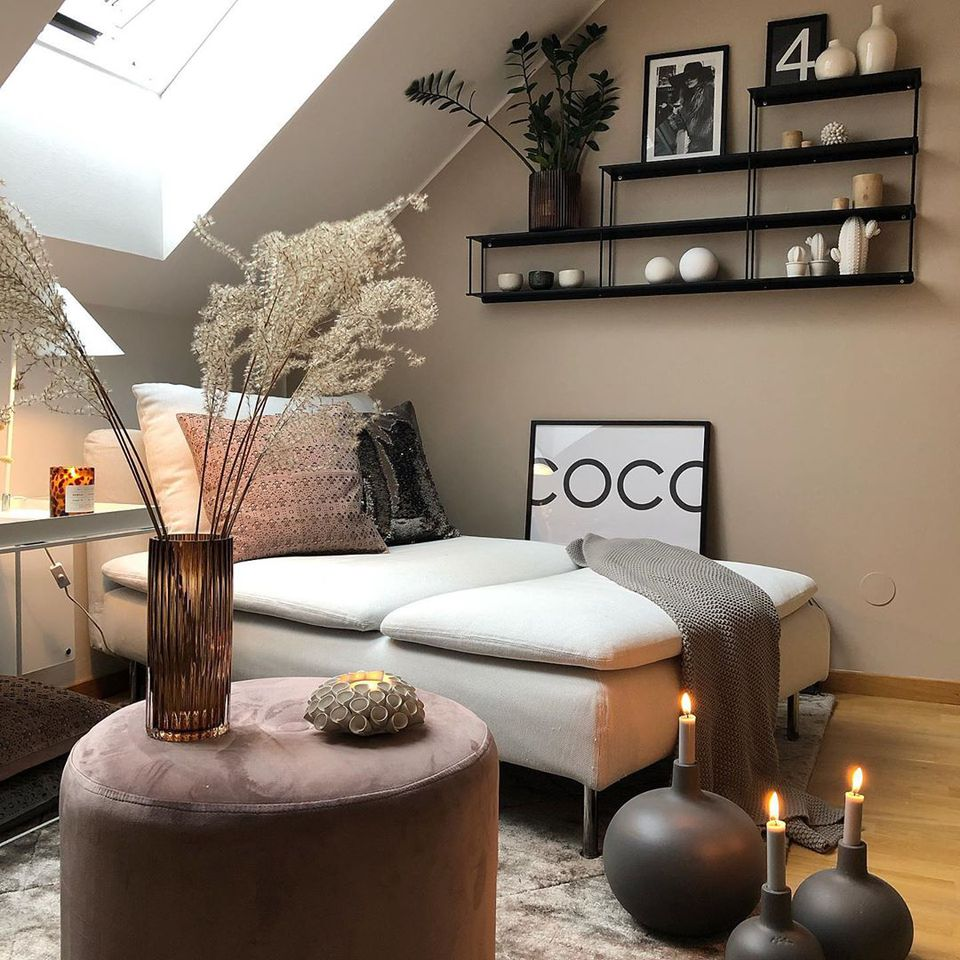 Living space with taupe walls