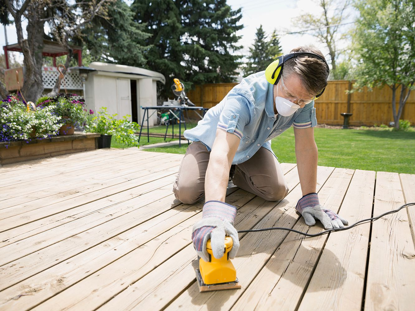 Tips For Sanding A Wood Deck Before
