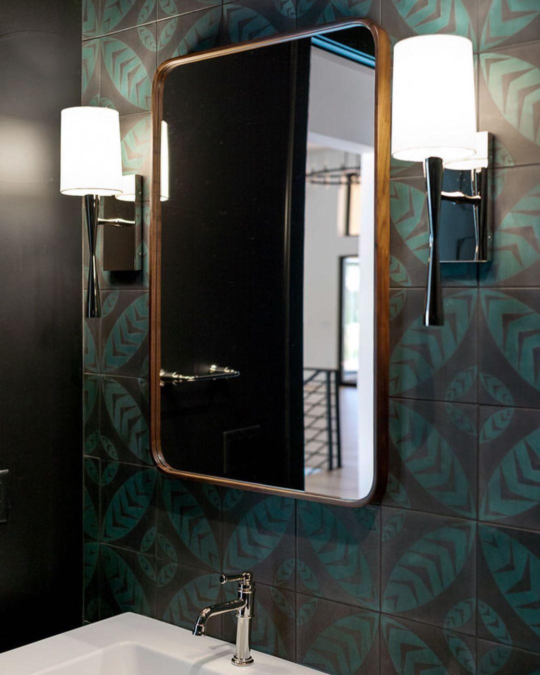 Bathroom with leaf tiles
