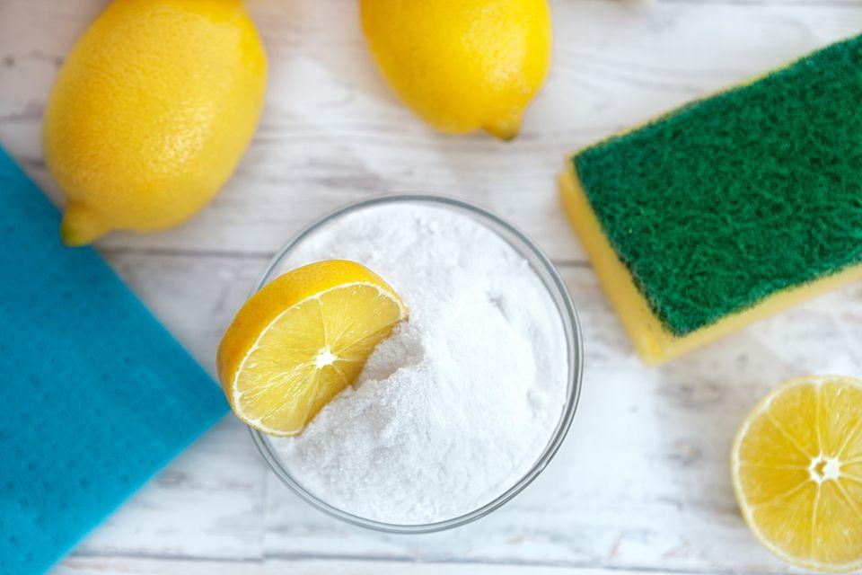 Baking soda with lemon slice