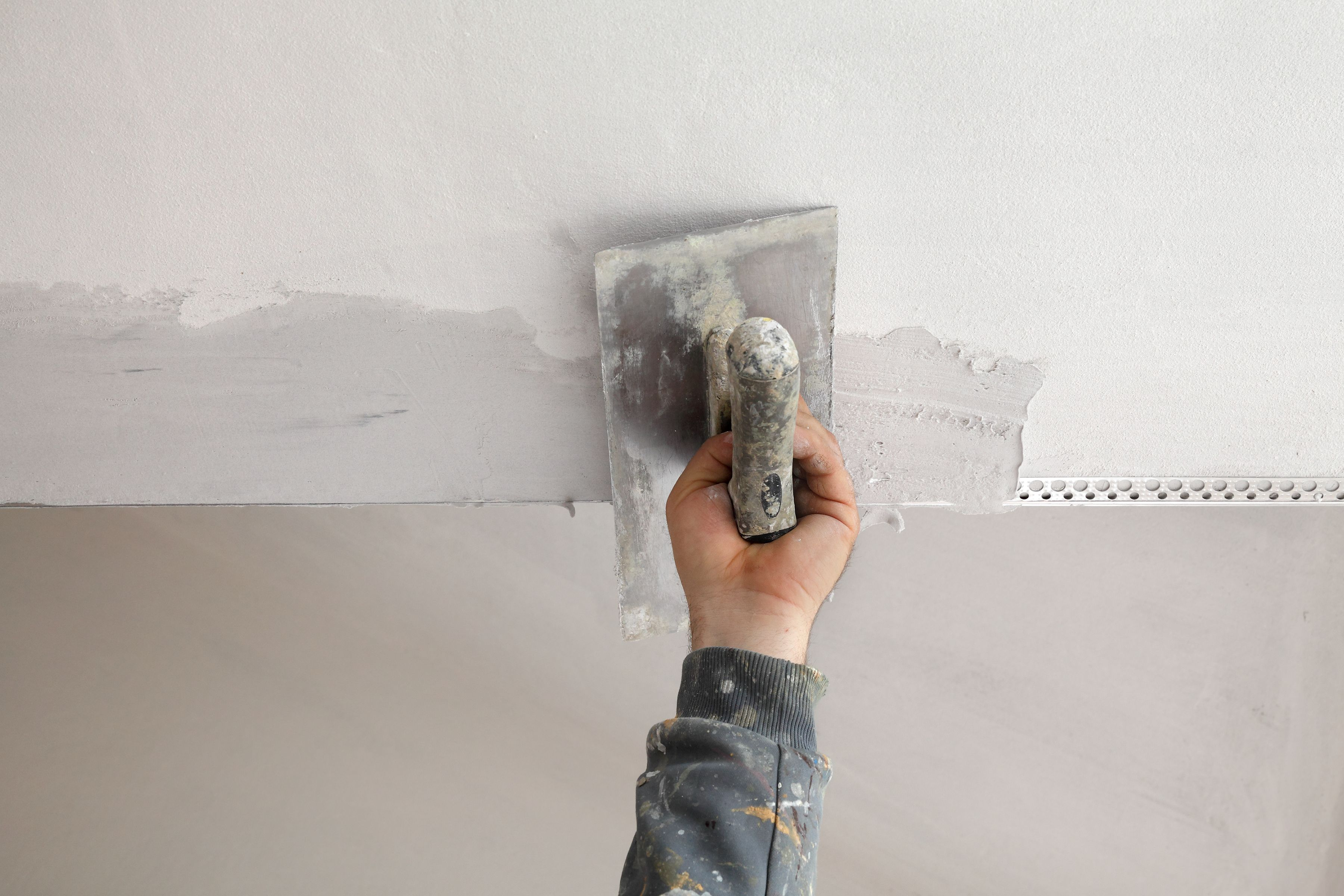 How To Repair A Metal Corner Bead On A Wall
