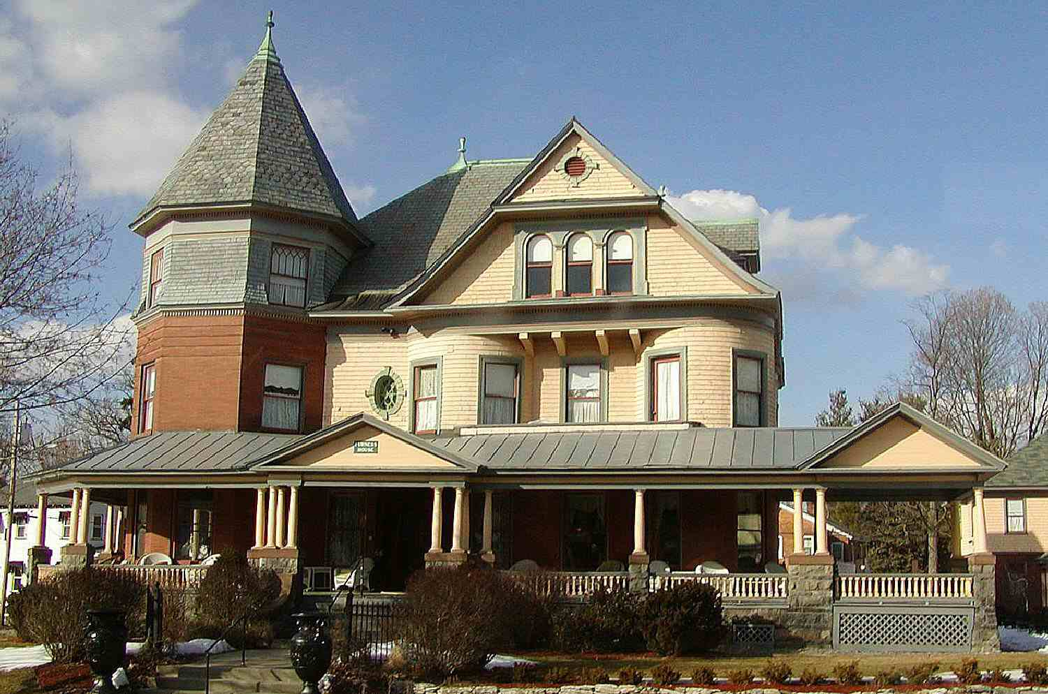 Queen Anne home in Saratoga Springs, New York