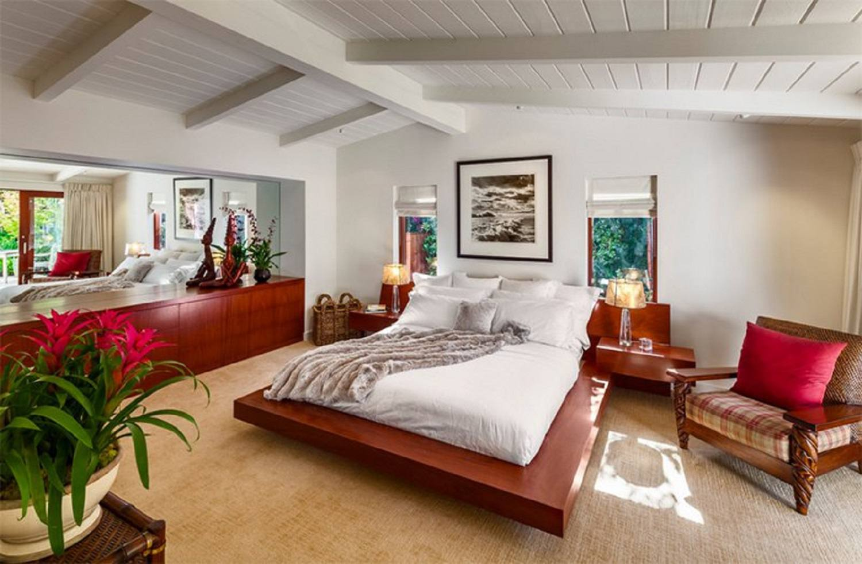 Platform bed in mid-century modern bedroom