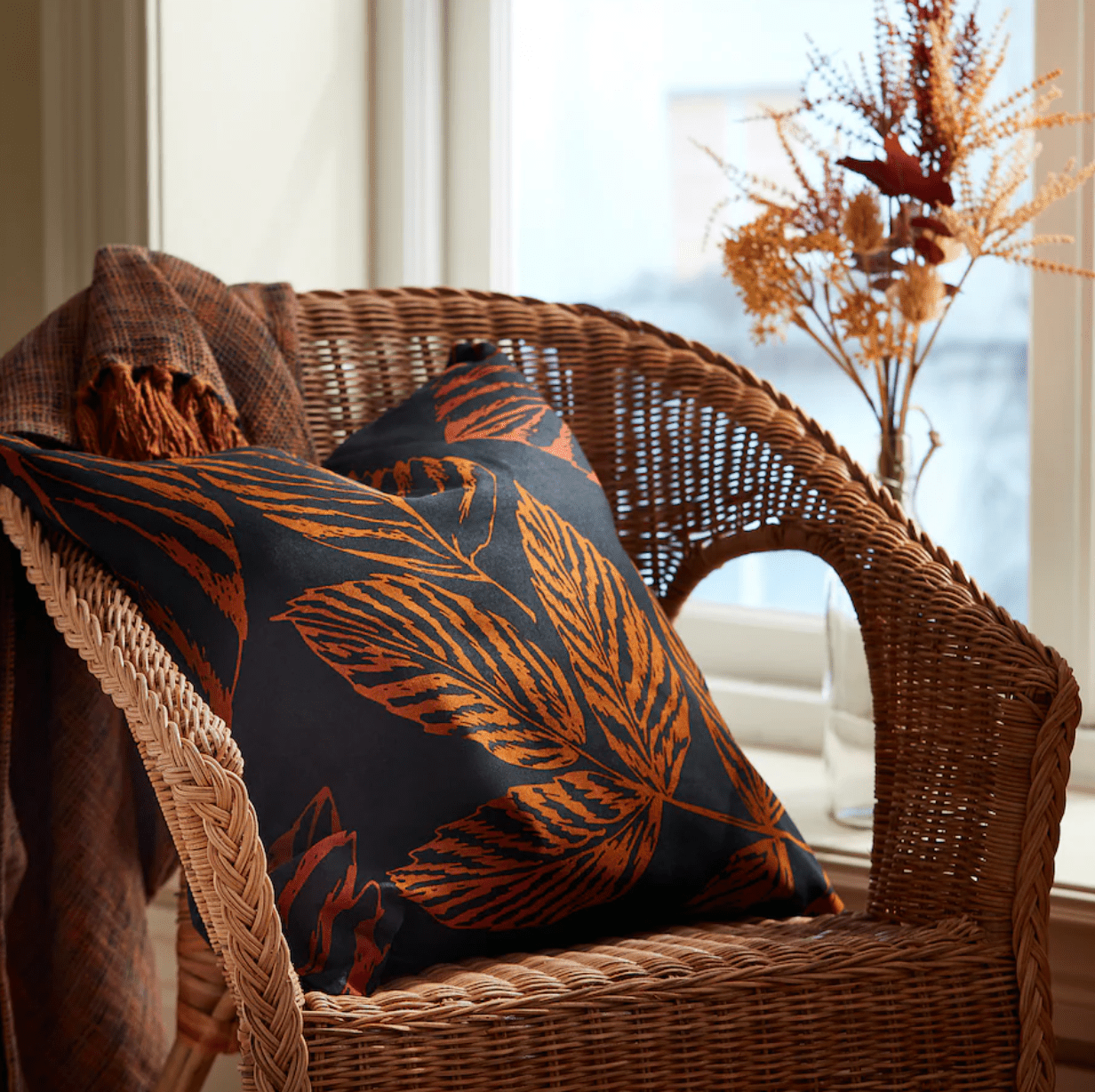 A leaf-patterned throw cushion
