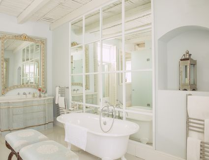 Remodeling Your Small Bathroom Quickly And Efficiently - Modest bathroom remodel ideas