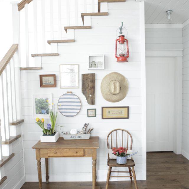 pared de galería debajo de las escaleras