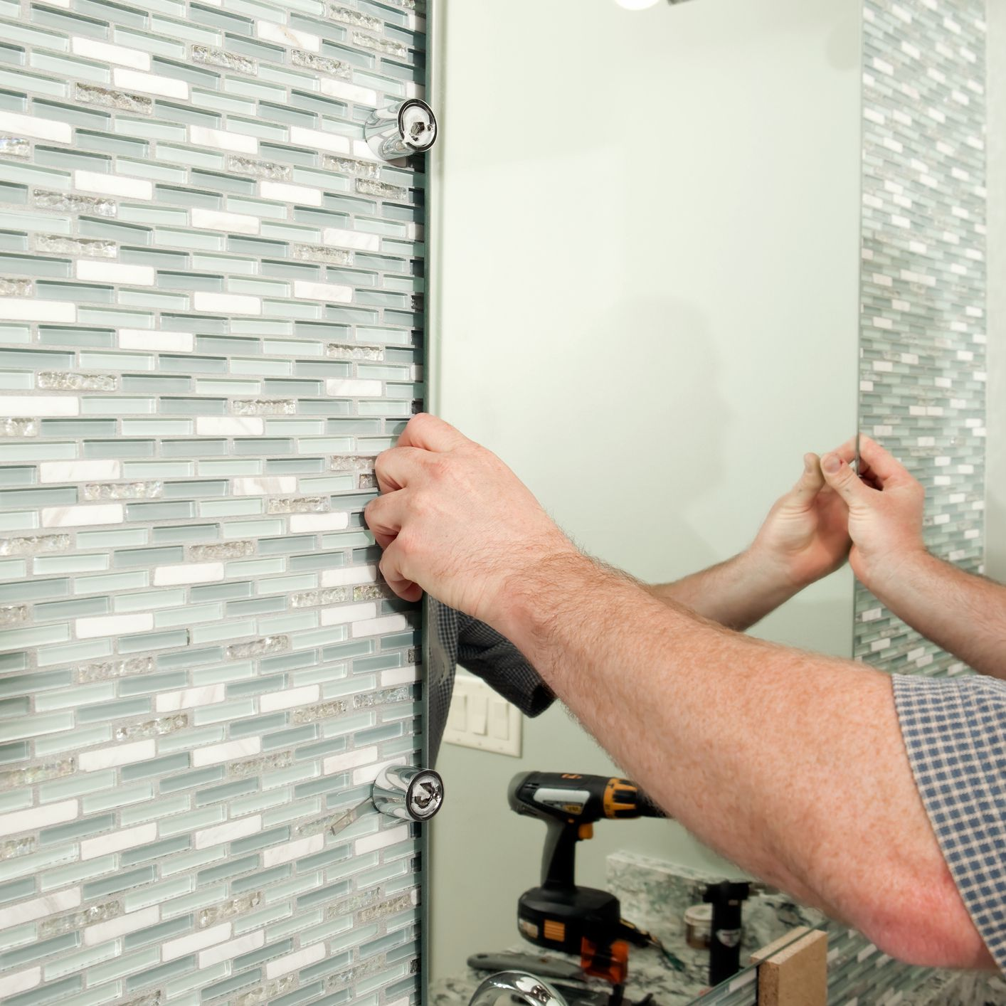 - Consider Your Options For Glass Tile Backsplashes