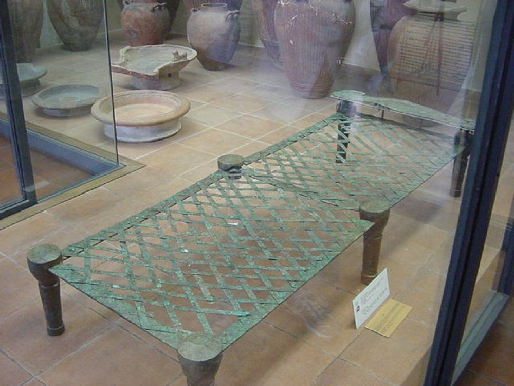 Ancient Roman bed