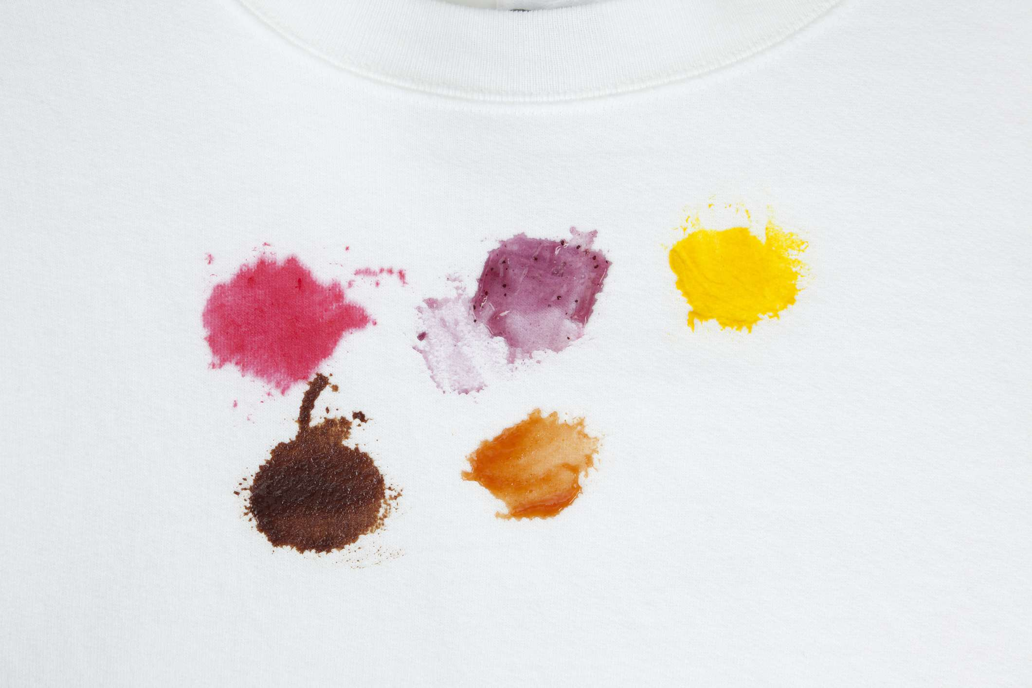 removing laundry stains with vinegar