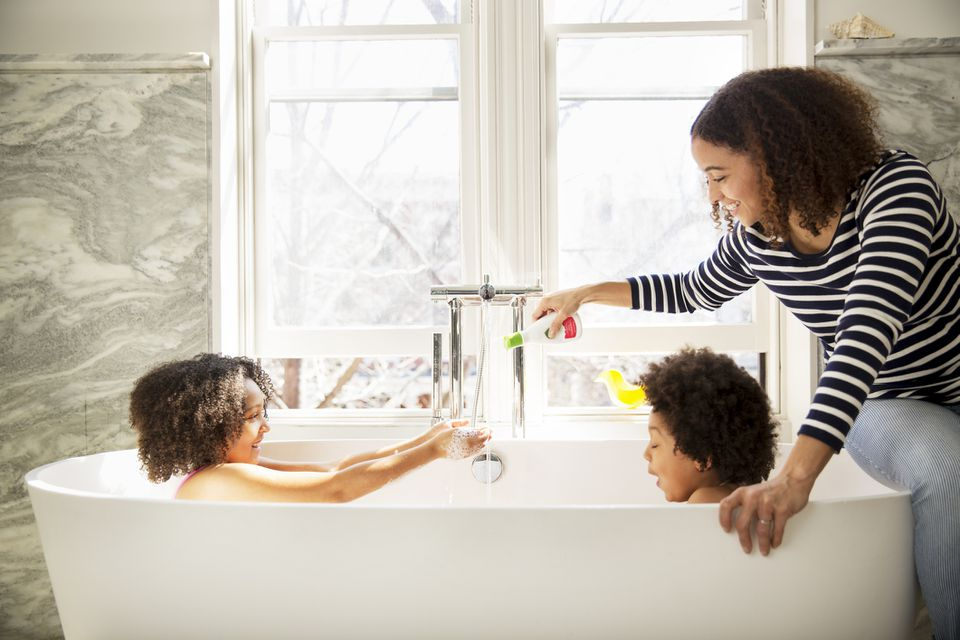 kids playing in bathtub with mom