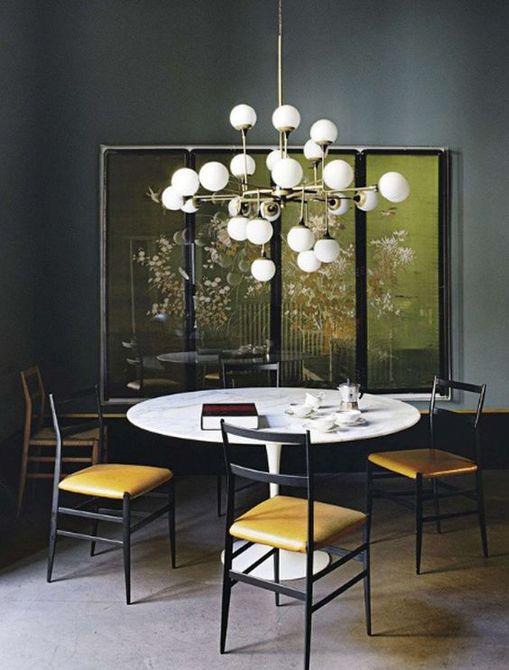 Comedor glamoroso con lámpara de declaración