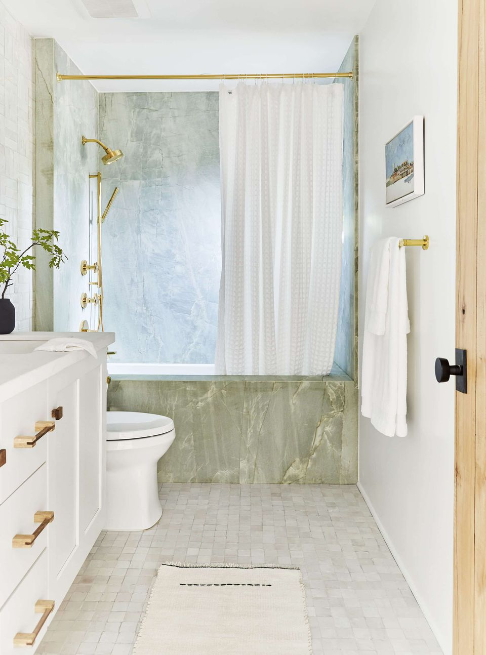 Small Bathrooms Brimming With Style and Function on Small Space Bathroom  id=81076