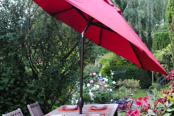 bba Patio 9-Foot Umbrella With Crank and Push Button Tilt