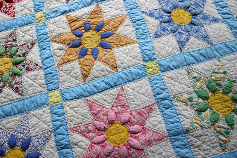 Star flower patterned quilt