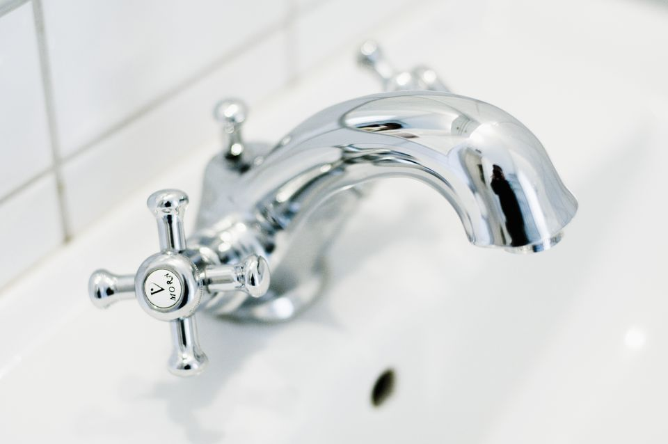 How to Repair or Replace a Mobile Home Bathtub Faucet