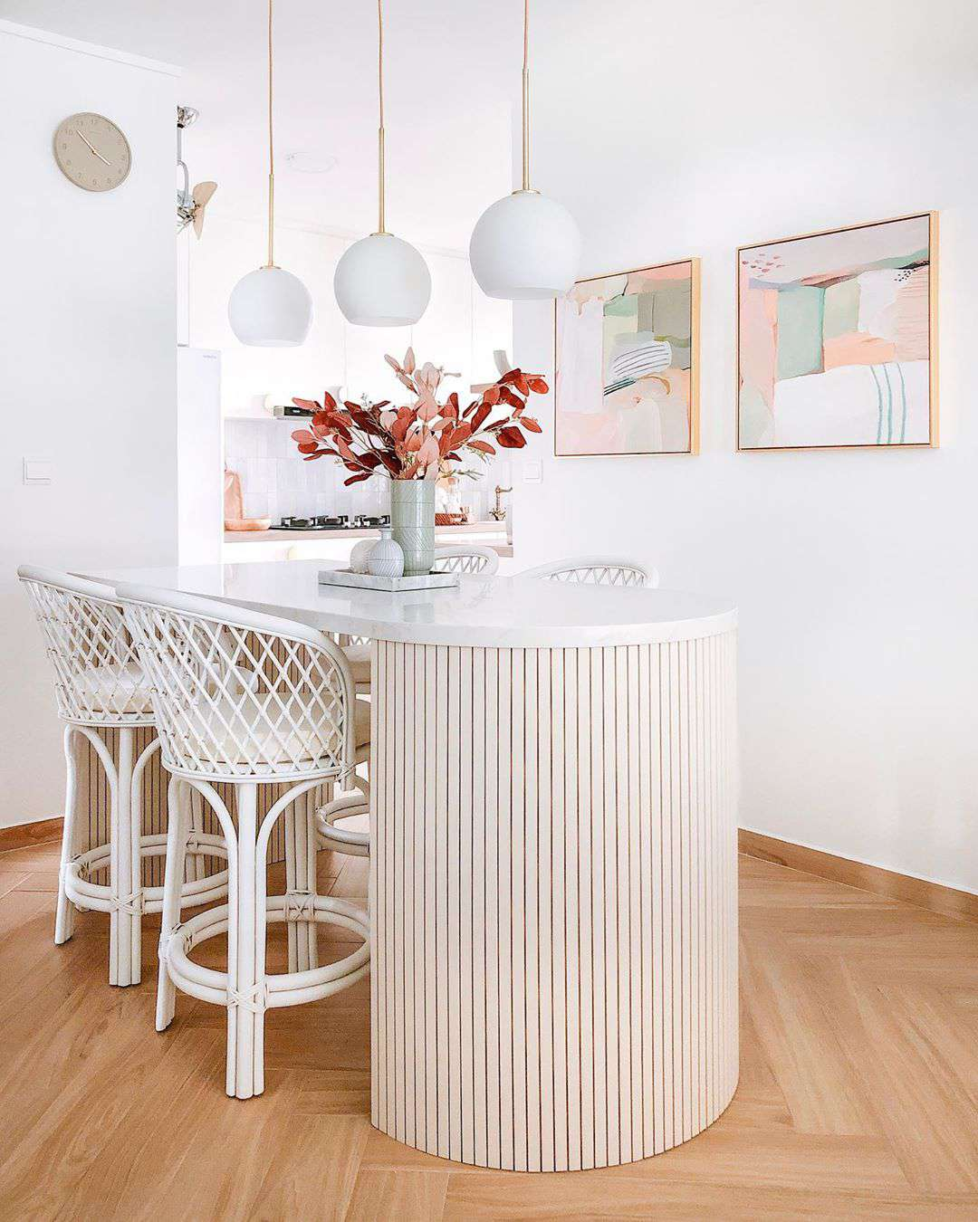 Breakfast bar with curved design