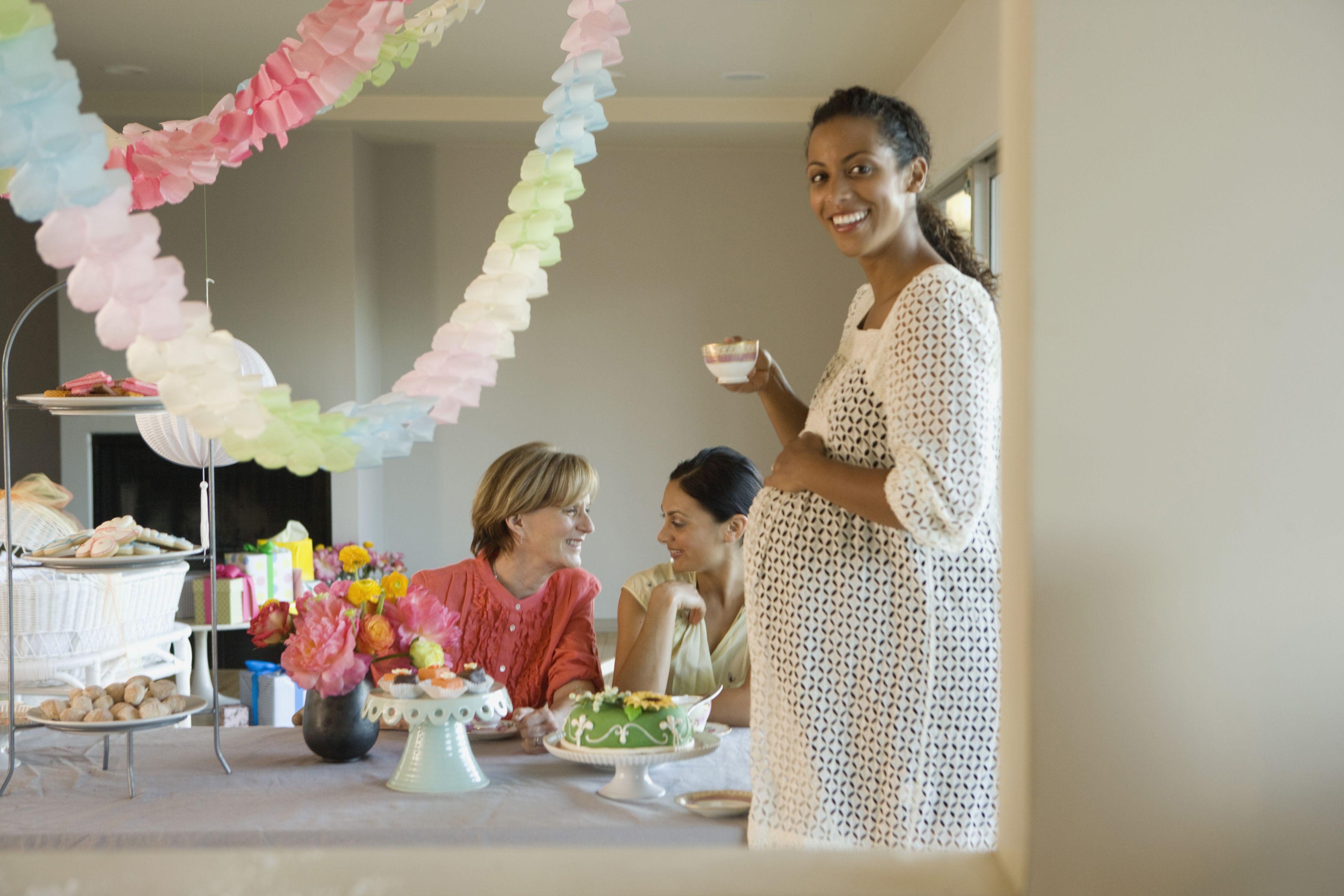 Mujeres disfrutando de un baby shower