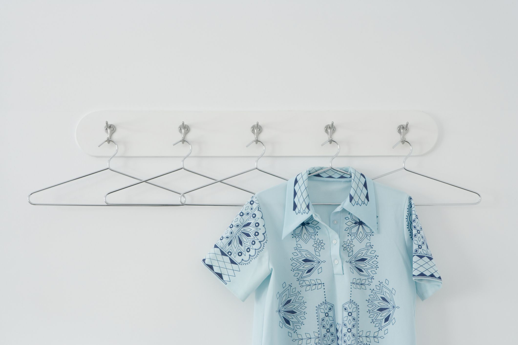 12 New Ways to Use Clothes Hangers