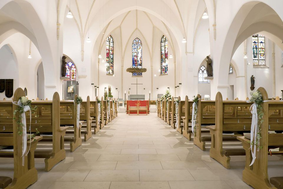 Brides Side Or Grooms Side Where To Sit At A Wedding
