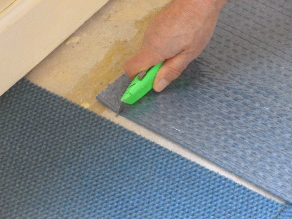 Cutting carpet tiles