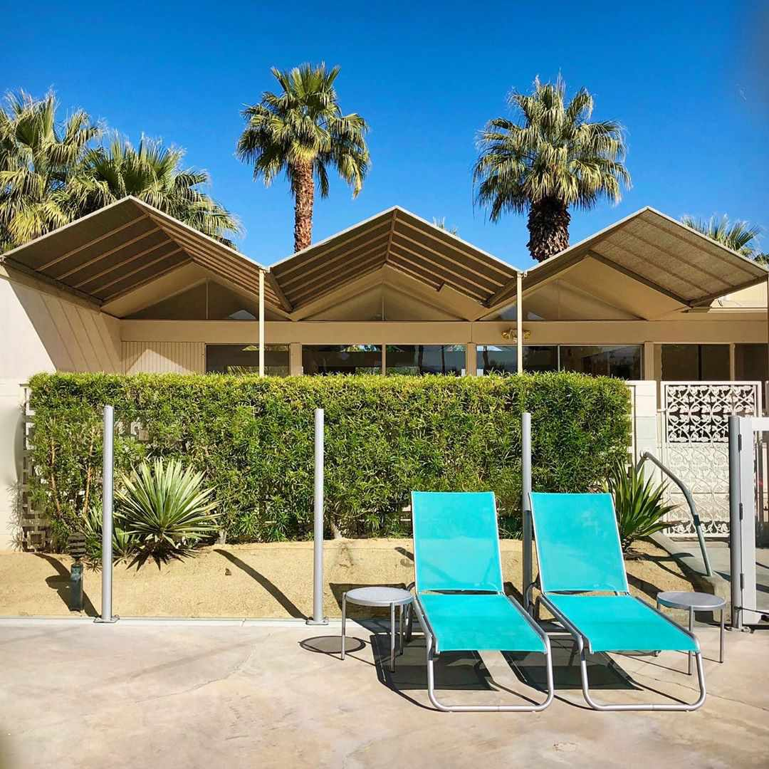 Palm springs building with blue lounge chairs
