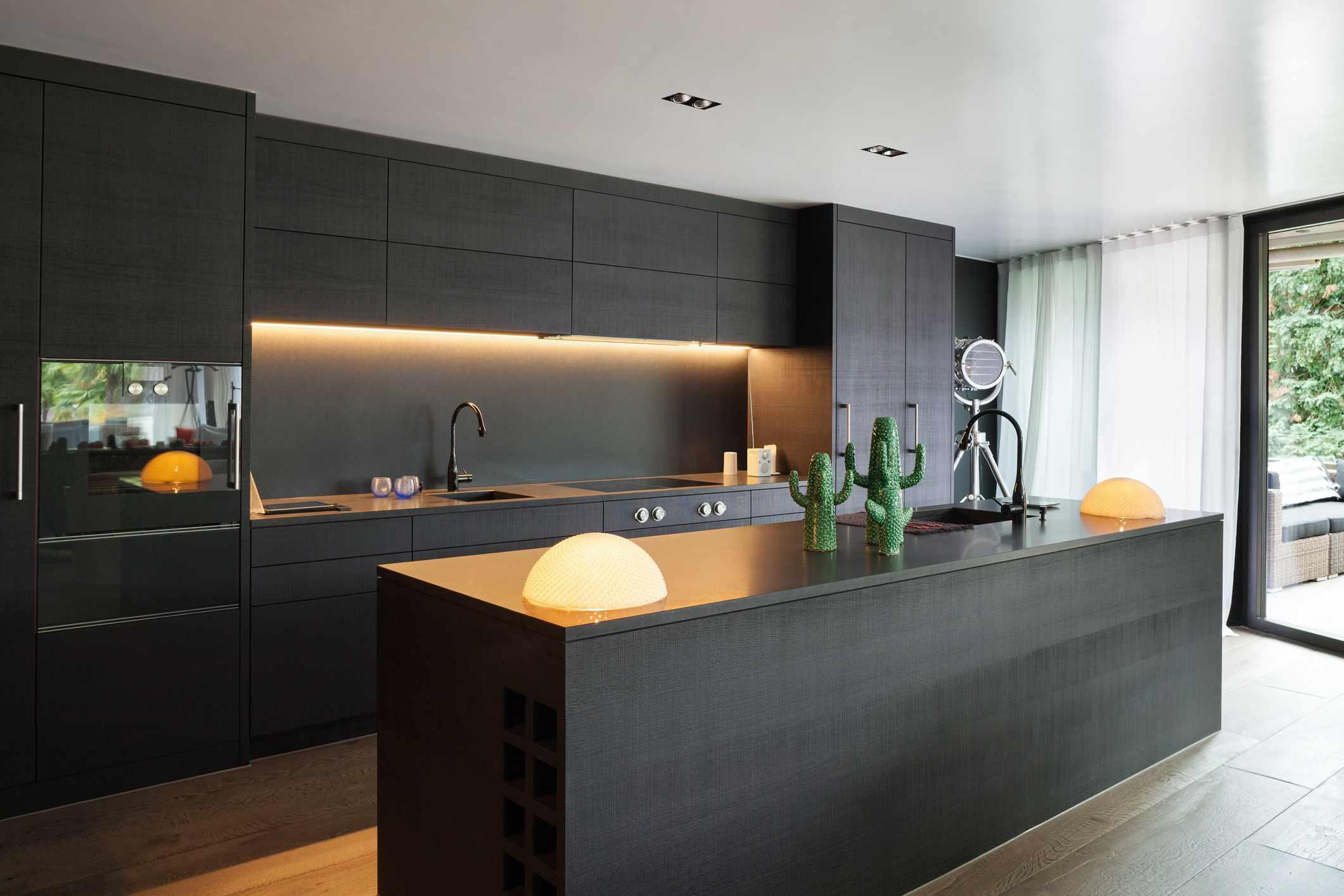 Black kitchen backsplash