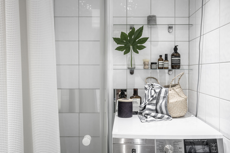 leaf in bathroom