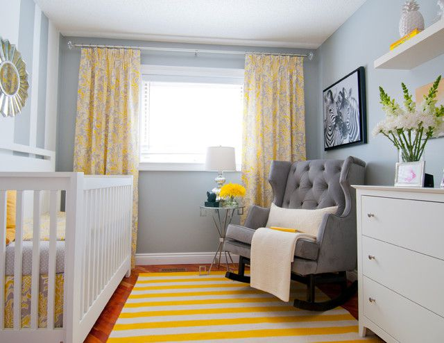 guardería gris y amarilla
