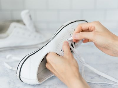 removing shoelaces from shoes