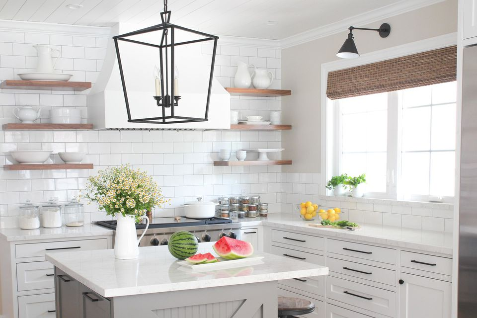 Drool-worthy modern farmhouse kitchen hero