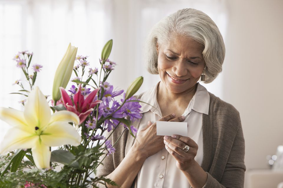 Woman reading note with flowers