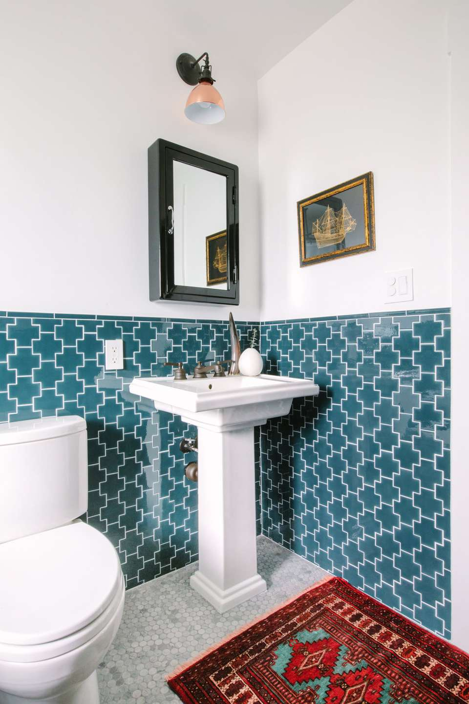 15 Beautiful Bathrooms With Stylish Pedestal Sinks
