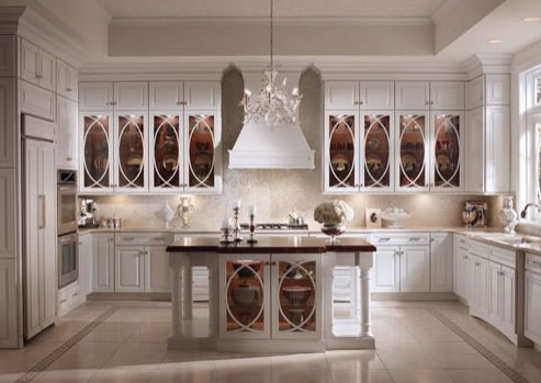 Cocina blanca de estilo gótico
