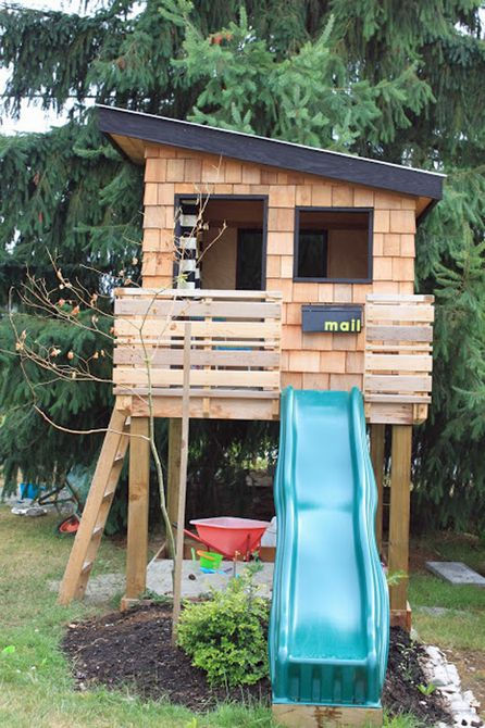 Casa del árbol de tejas de cedro  , Casa del árbol natural con madera rústica y orgánica.