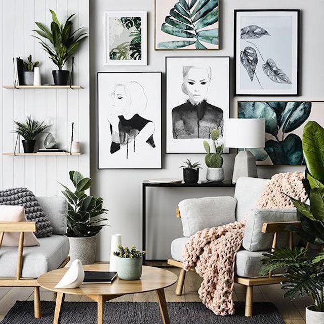 pared de la galería con temas botánicos