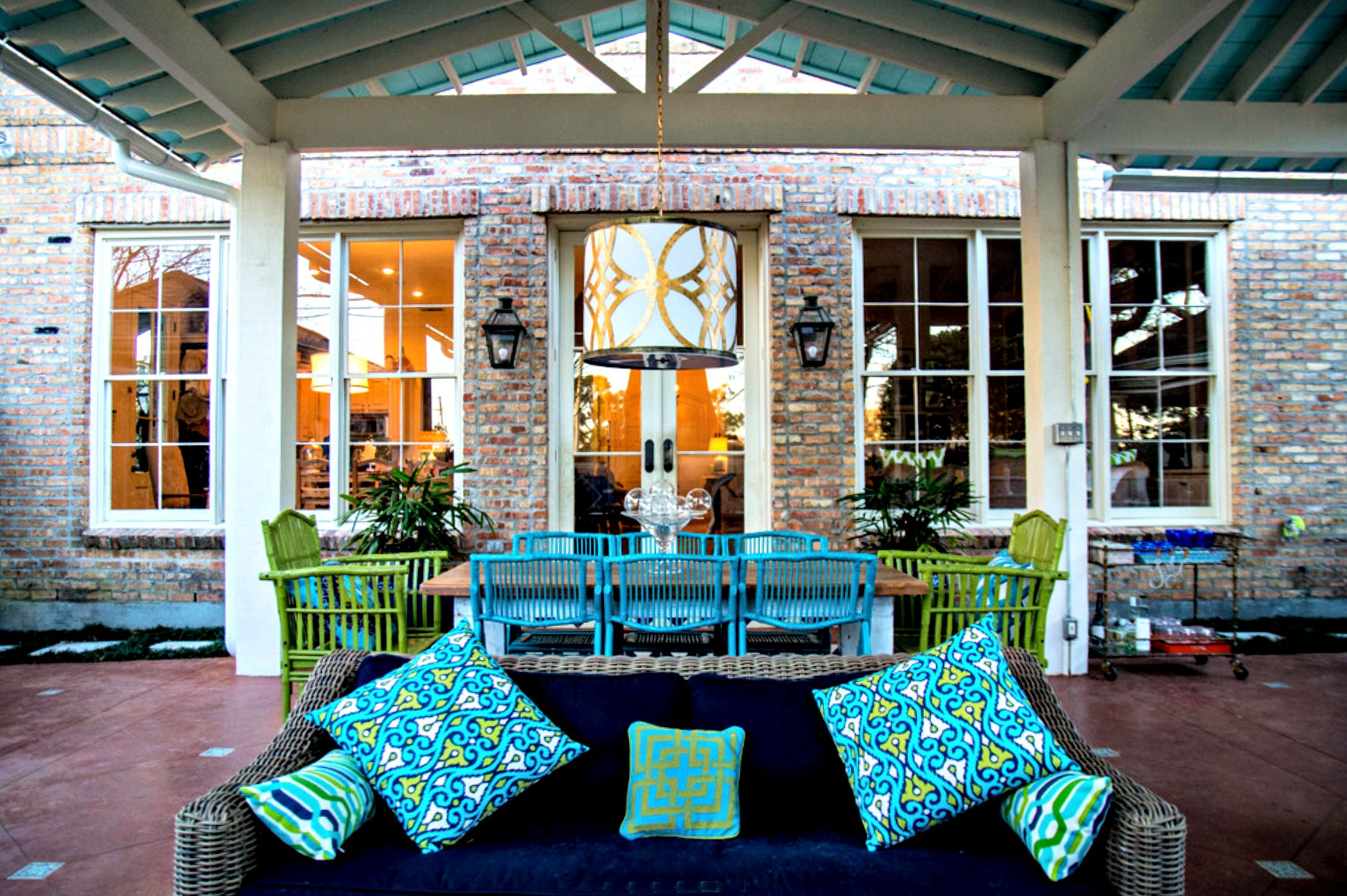 covered patio ideas New Orleans style outodoor living room and dining room