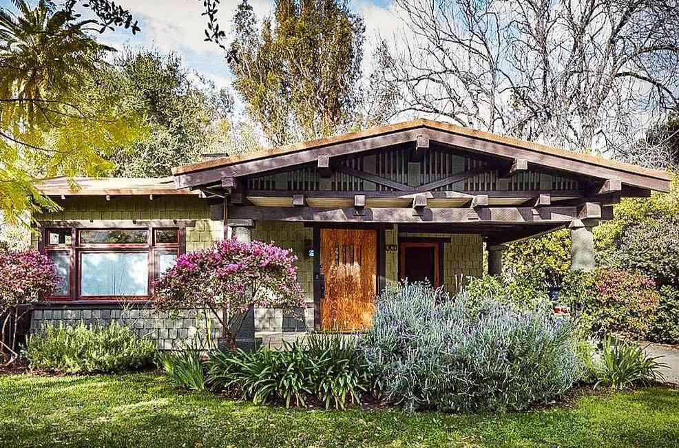 Una casa artesanal en tonos neutros