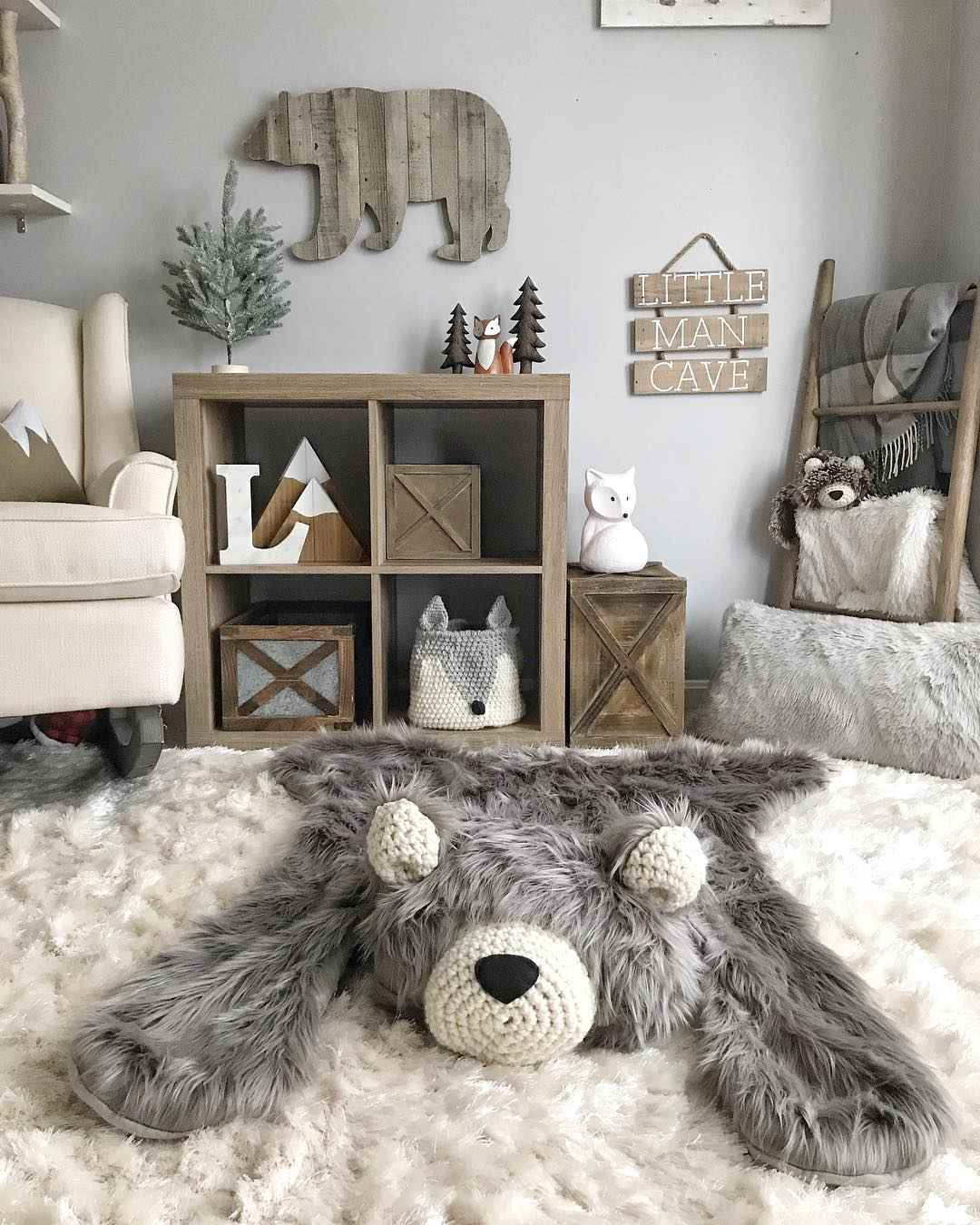Bear-themed woodland nursery
