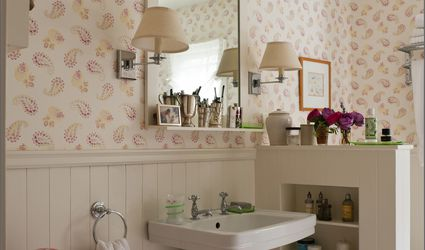 Vintage style pink bathroom