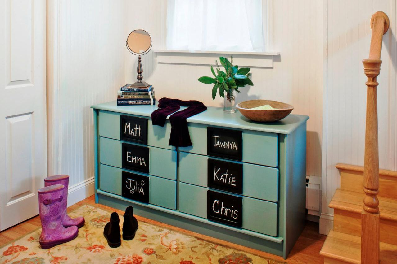 entryway-drop-zone-for-kids
