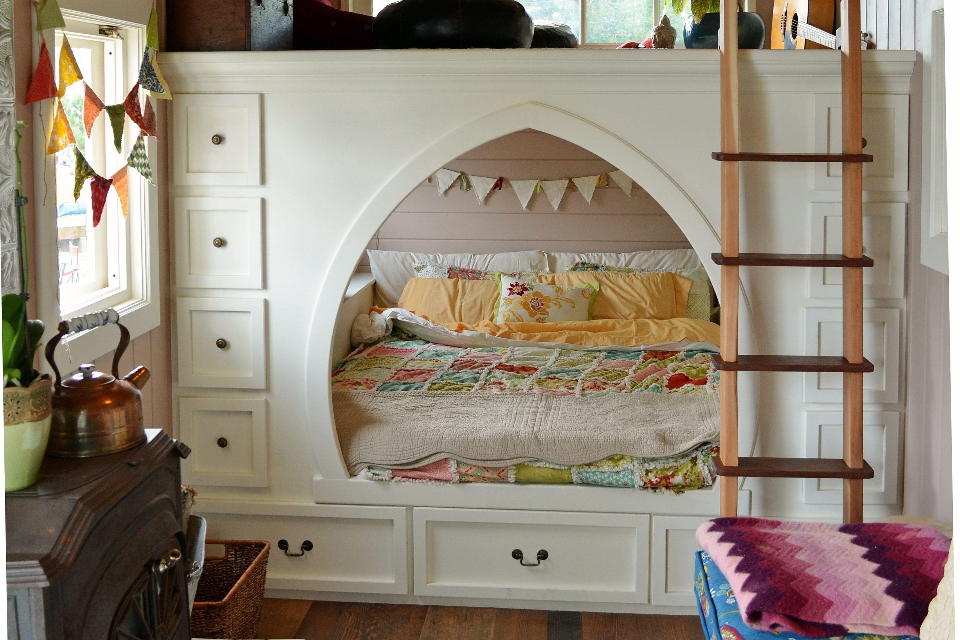 Moroccan bedroom nook