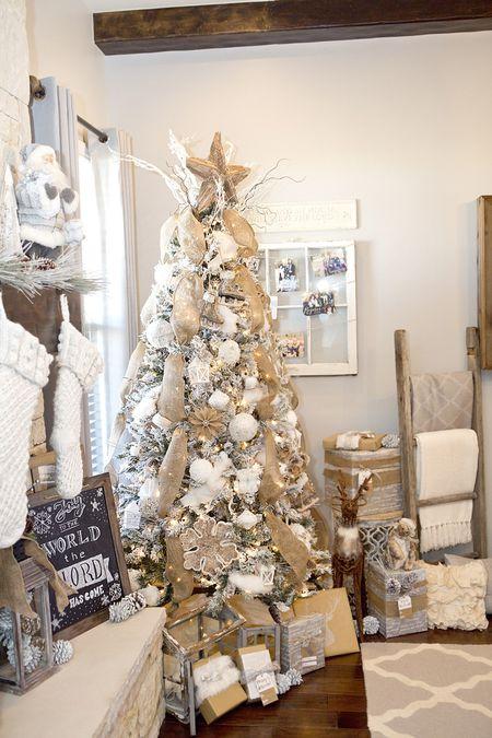 3573ed80b228 20 Creative Christmas Tree Themes
