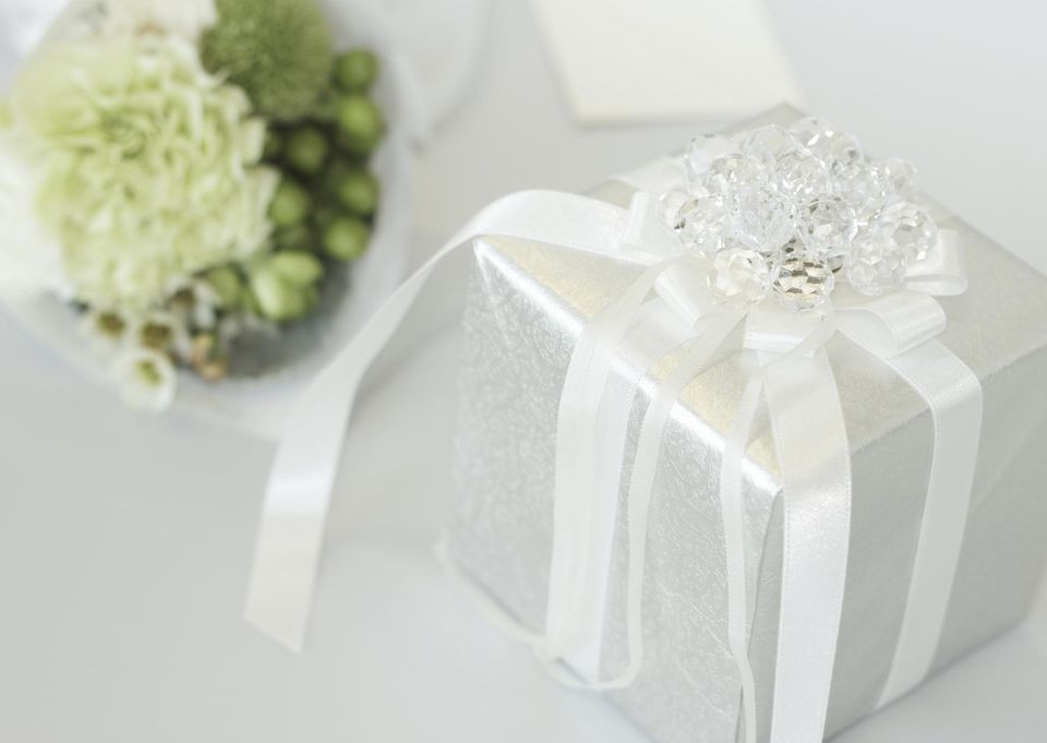 When To Send Wedding Gift: Proper Etiquette Of Sending Wedding Gifts