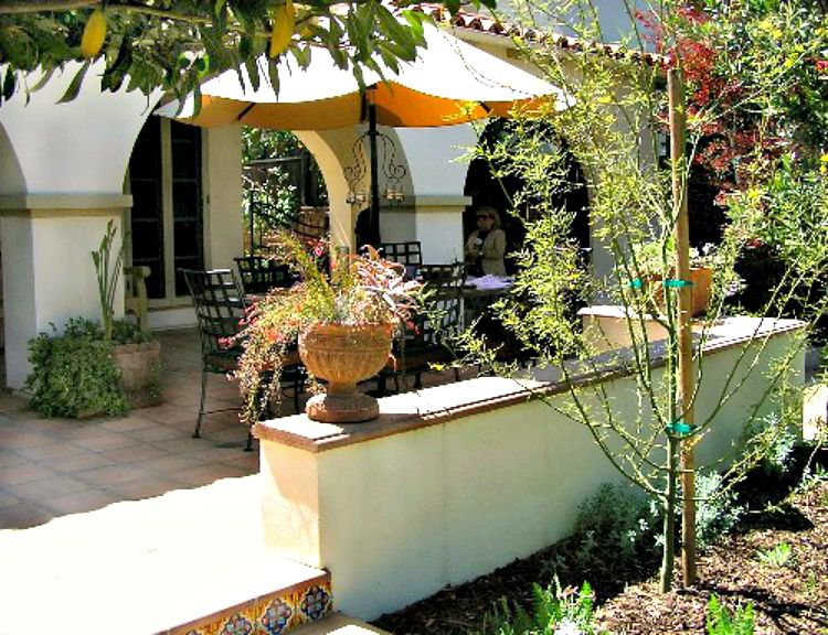 patio with low privacy wall