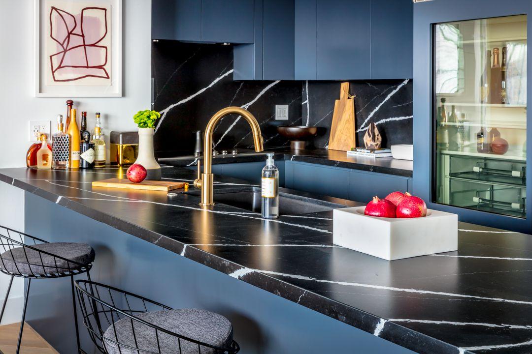 Resultado de imagen de kitchen with black marble countertops