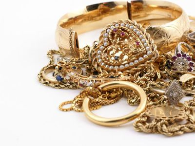 How to Tell If Your Jewelry is Valuable