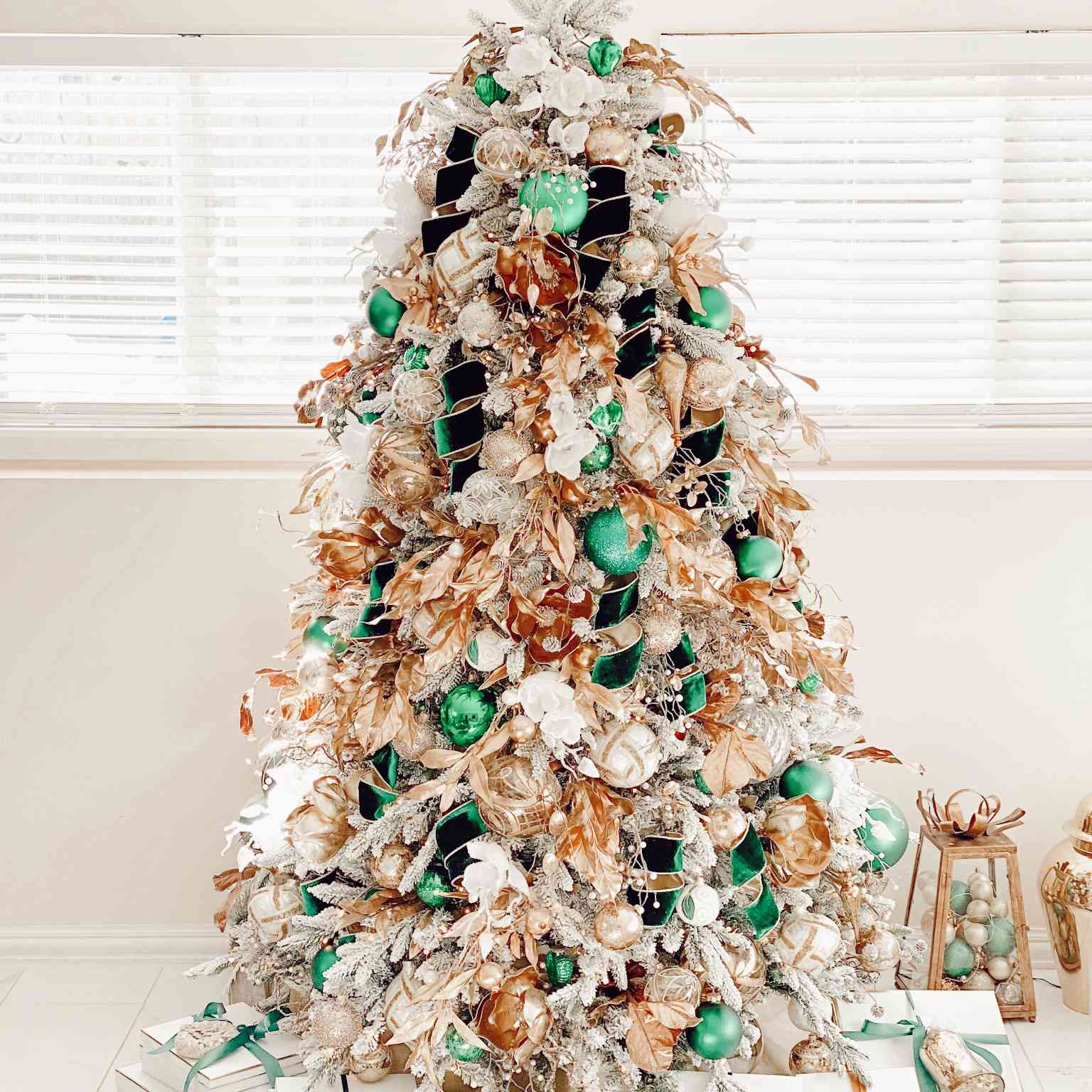 9 Over The Top Christmas Trees From Instagram Pinterest Are Just What We Need