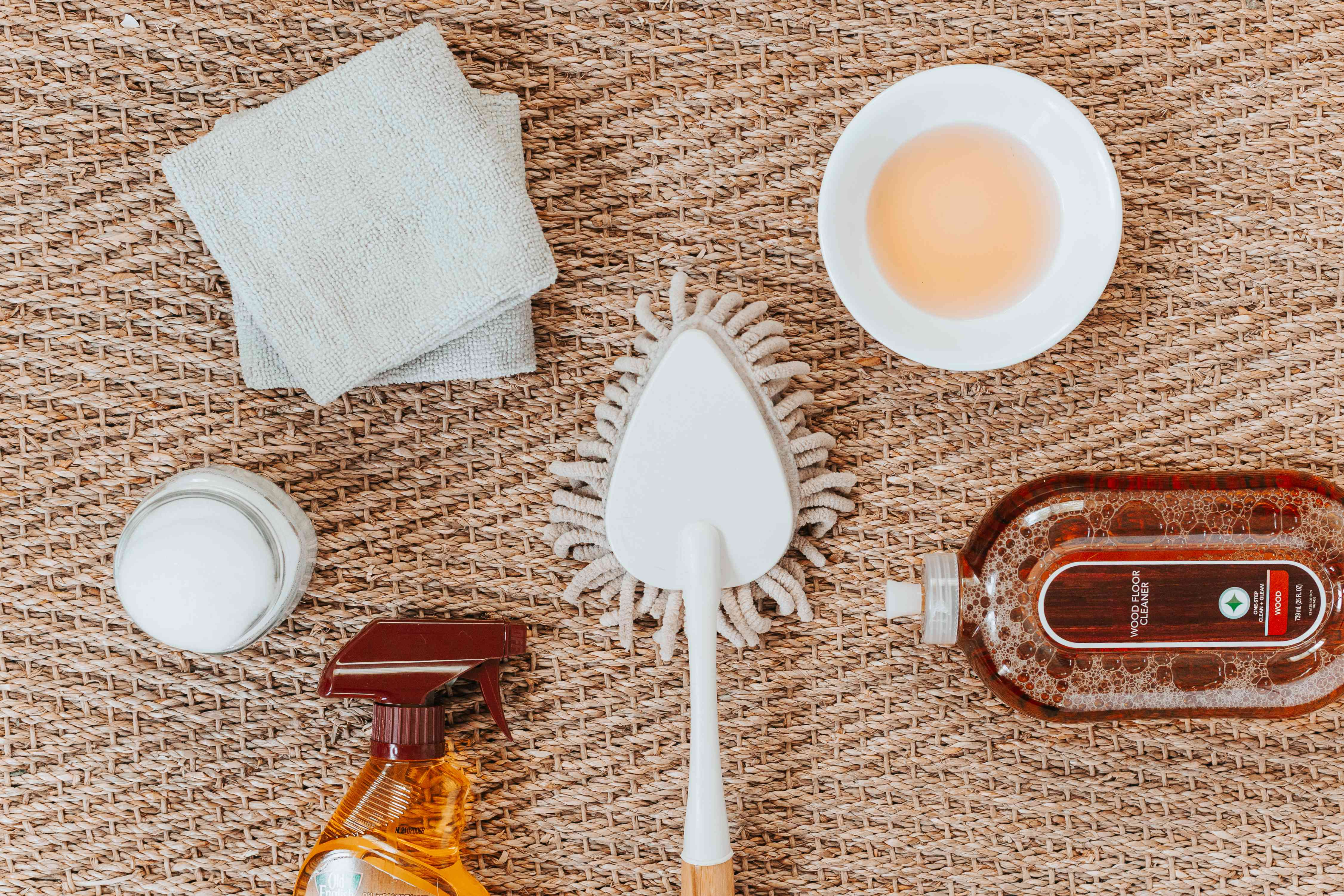 Materials and tools to clean wooden blinds