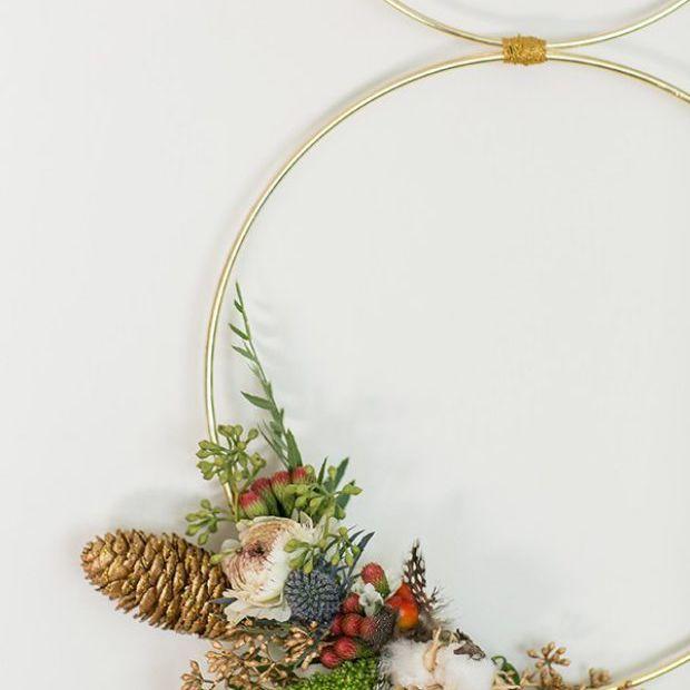 A gold, modern wreath
