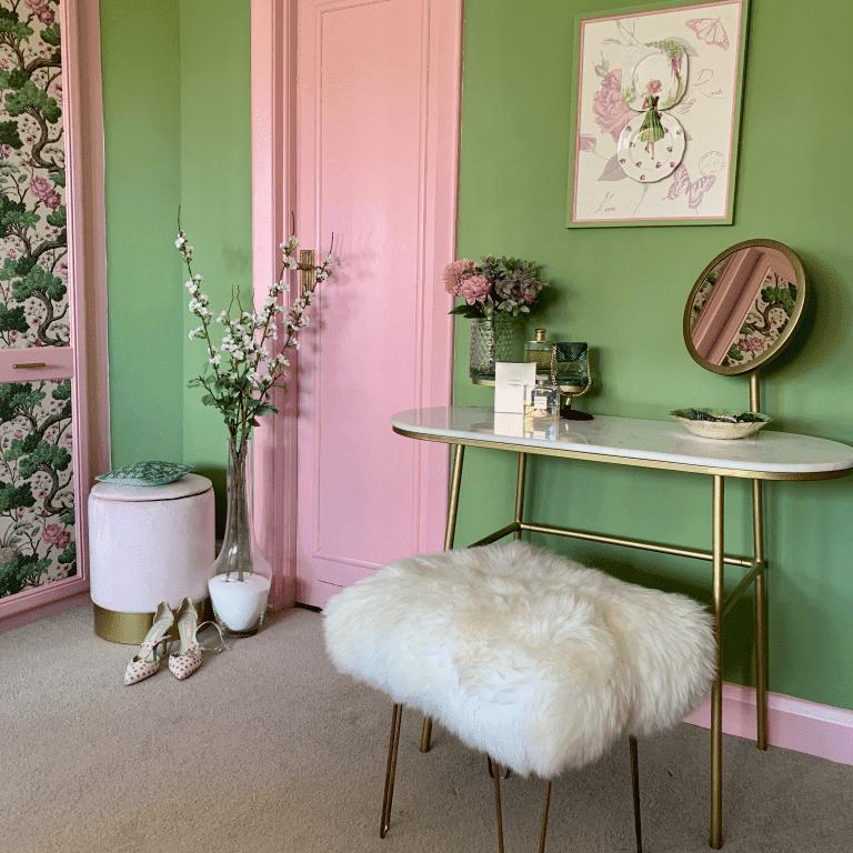 Maria pink room
